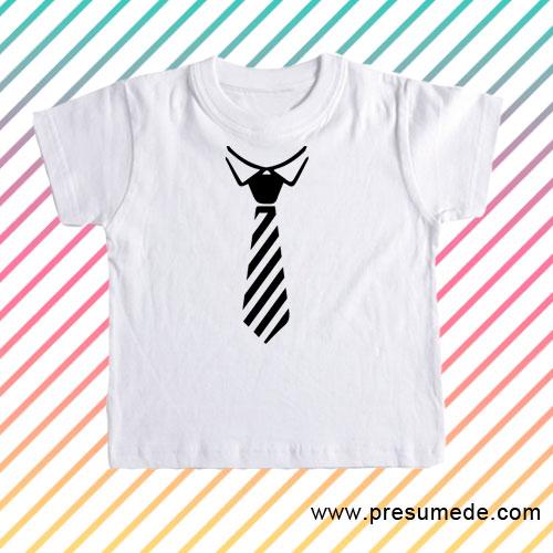Camiseta infantil con corbata a rayas